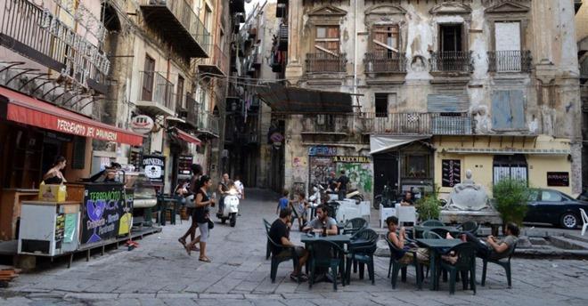 """""""Conversazioni itineranti"""" alla scoperta dei quartieri delle periferie di Palermo"""